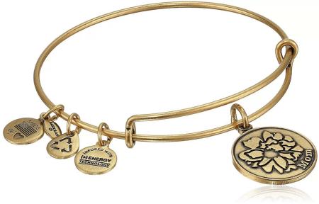 Украшение на руку: модные решения при создании и выборе браслетов. Женский браслет бэнгл с подвесками