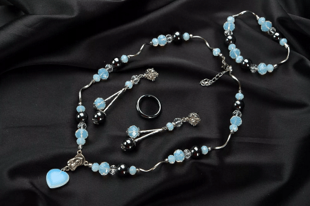 Украшения из натуральных камней. Бижутерия и серебряные изделия. Комплект серьги, кольцо, браслет, колье