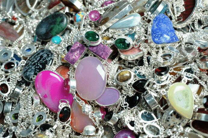 Ювелирные изделия из камней: советы по уходу