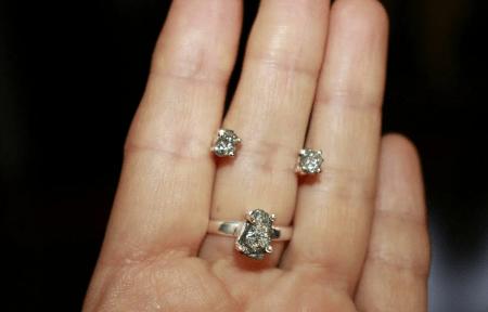 Украшения из натуральных камней. Кольцо и серьги с бриллиантами