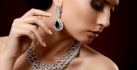 Украшения из натуральных камней. Бриллианты и драгоценные камни, колье, серьги