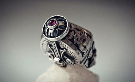 Украшения в скандинавском стиле. Серебряный перстень с рубином