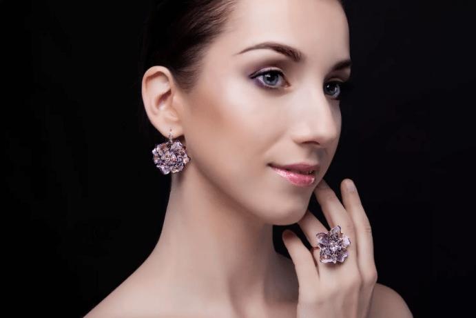 Ювелирные украшения с цветами. Комплект серьги и кольцо