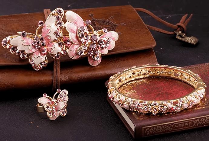 Китайские украшения: особенности изделий. Золотое кольцо с цветочными узорами, бабочки