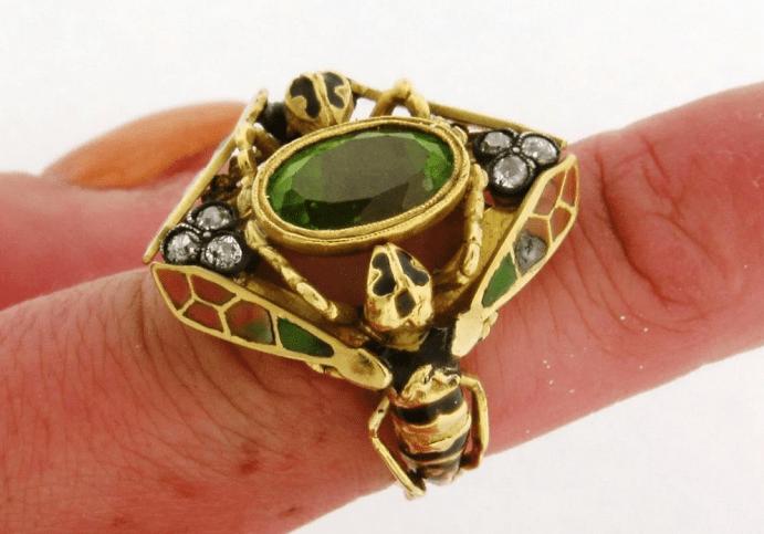 Украшения в стиле модерн. Золотое кольцо с изумрудом