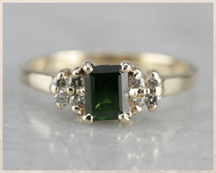 Демантоид — алмазоподобный гранат. Как отличить от подделки