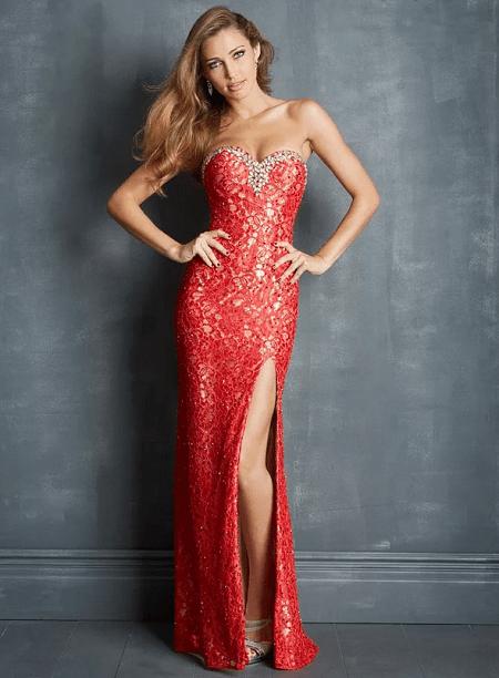 Когда стоит отказаться от украшений к красному платью