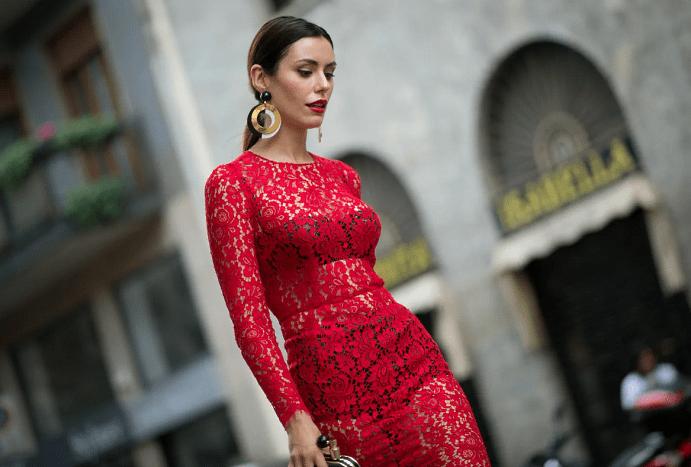 Украшения к красному платью: как выбирать и носить. Сочетание черных и белых украшений с красным платьем