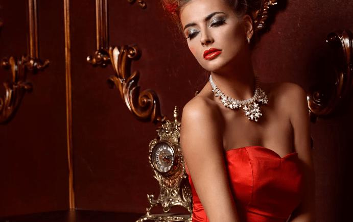 Украшения к красному платью: как выбирать и носить. Колье из серебра с фианитами