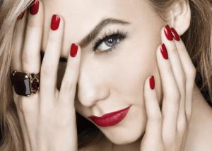 Как выбрать украшения под цвет лака для ногтей