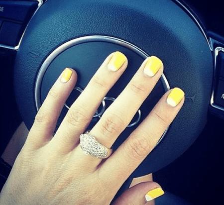 Как выбрать украшения под цвет лака для ногтей. Желтый