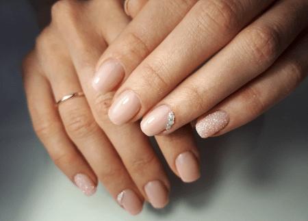 Как выбрать украшения под цвет лака для ногтей. Нейтральный лак