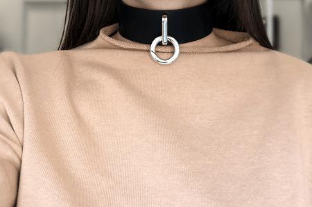 Чокер – что это за украшение и с чем его носят. Кожаный чокер с серебряным кольцом