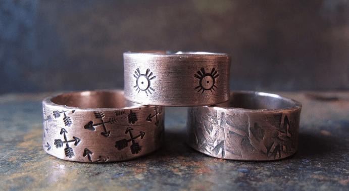 Ювелирные украшения из латуни. Кольца с рисунками