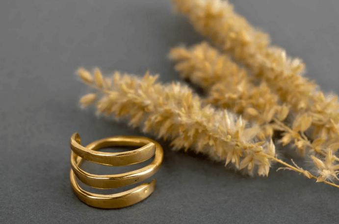Ювелирные украшения из латуни. Тройное кольцо