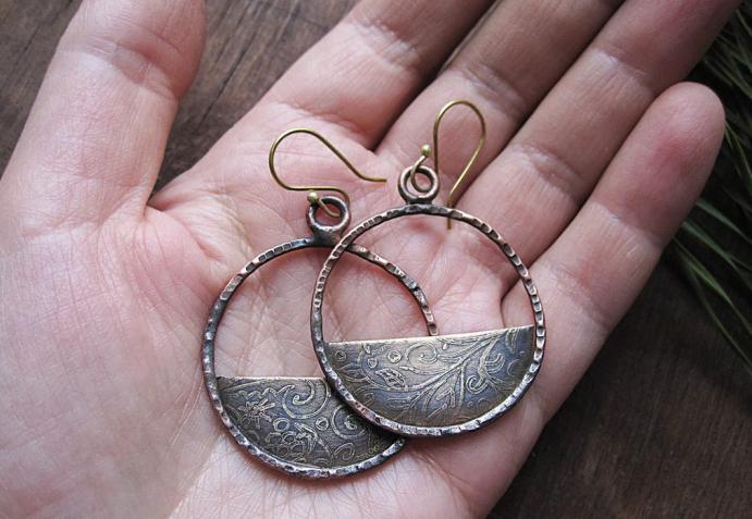Ювелирные украшения из латуни. Круглые серьги