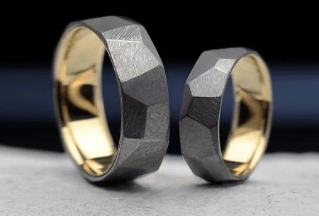 Титановые обручальные кольца с желтым золотом