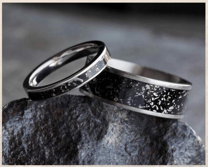 Титановые обручальные кольца.