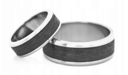 Титановые обручальные кольца с карбоном