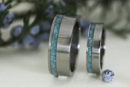 Титановые обручальные кольца с другими материалами