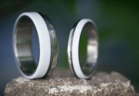 Титановые обручальные кольца с керамикой