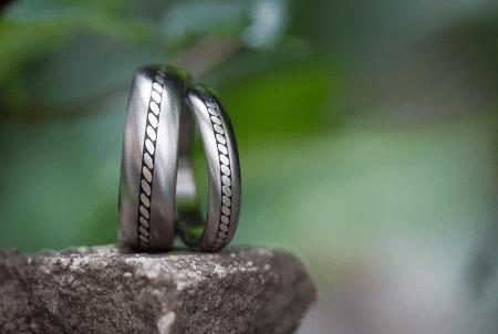 Титановые обручальные кольца с серебром