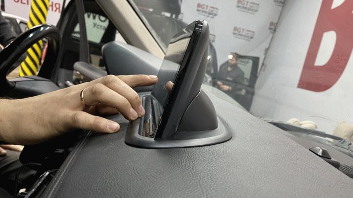 Комфорт и безопасность при вождении: держатели для смартфонов в автомобиле