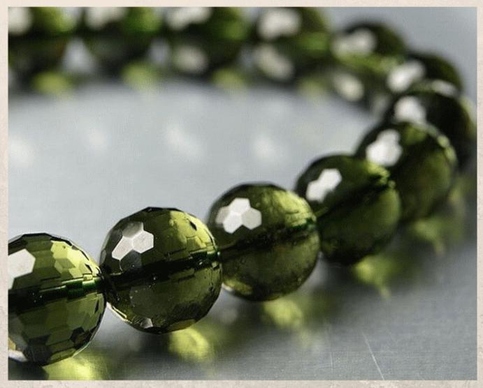 Молдавит: бутылочный камень из Чехии. Первые исследования