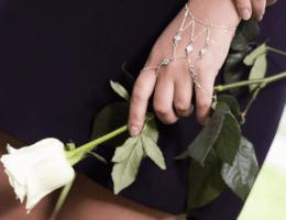 Слейв-браслет: украшение со сложным смыслом