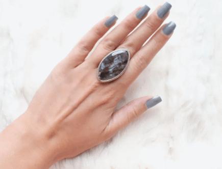 Моховой агат: камень с пейзажным рисунком