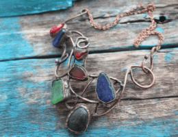 Морское стекло: ювелирный материал, обласканный волнами