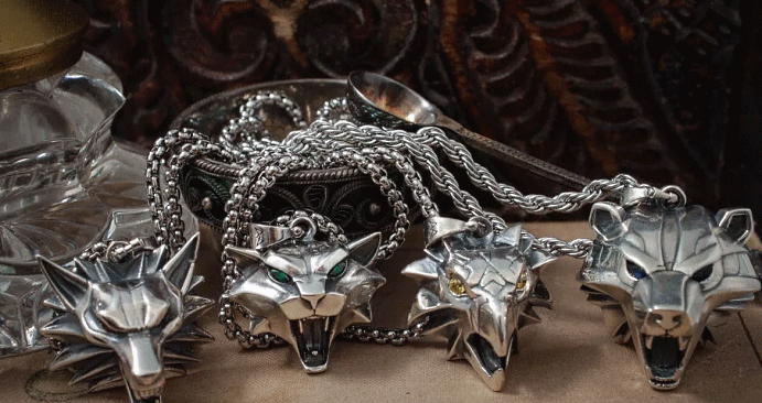 Ведьмак: ювелирные украшения с характером. Существует несколько школ, которые готовят наемников
