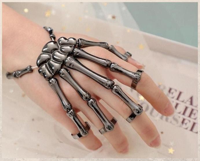 Браслет «Скелет руки»: самый необычный тренд 2021 года. Кому можно подарить