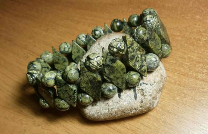 Серпентин: камень с текстурой змеиной кожи. Змеевик браслет