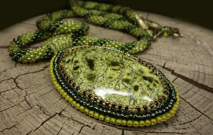 Серпентин: камень с текстурой змеиной кожи