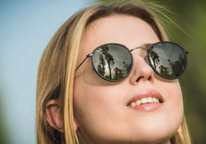 Нужны ли солнцезащитные очки при ношении линз?