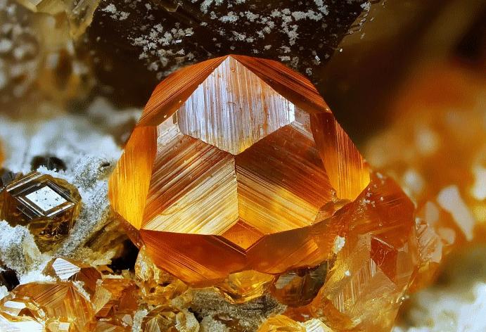 Спессартин: драгоценный камень мандаринового цвета