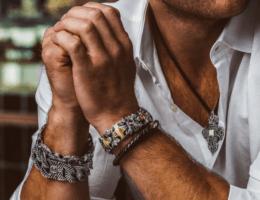Мужской стиль: украшения для сильного пола